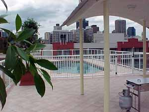 Southbank Campus Apartments: Swimming Pool and City View